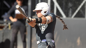 Softball Wins Fifth Straight
