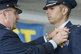 McCall '05 Receives Distinguished Flying Cross