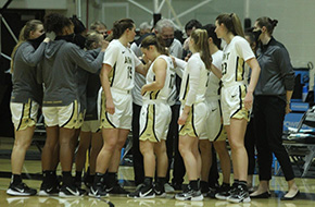 Murray's Free Throw Lifts Women's Basketball Over Quinnipiac, 51-50