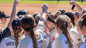 Softball Sweeps Niagara in Doubleheader