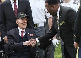 LTG (R) William Ely'33 Old Living West Point Graduate with WPAOG Chairman LTG (R) Larry Jordan '68